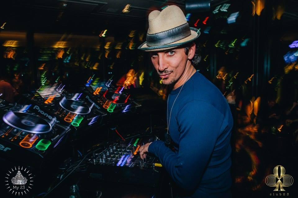 Dj Jorj Mixes it up Live on the Funky Fresh Sounds Show